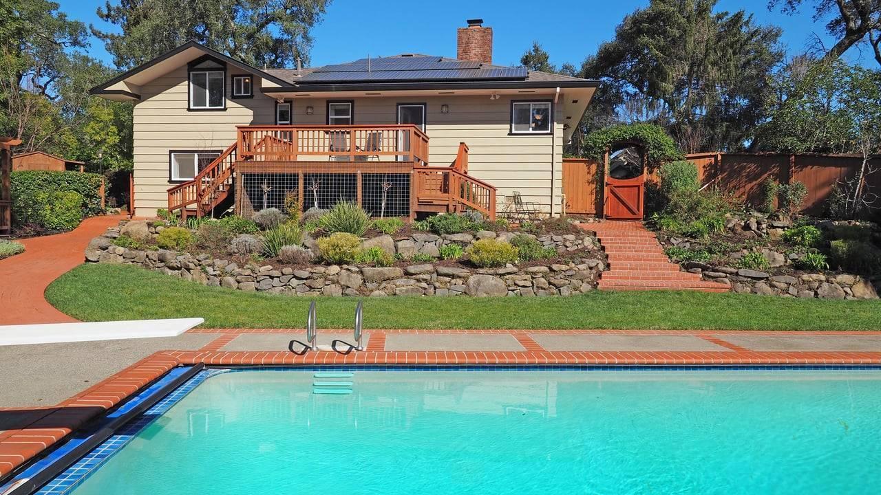 Installation panneaux solaires photovoltaïques maison piscine