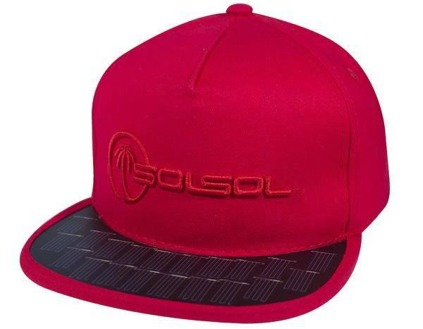 Casquette rouge visière solaire invention streetwear énergie renouvelable