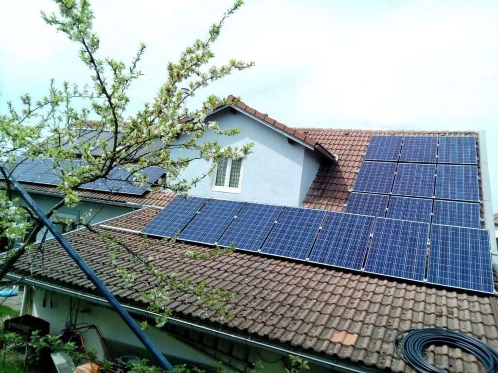 5e2917c53d856d En effet, retirer l élément de couverture afin d y intégrer les panneaux  solaires engendre un surcoût qui peut être évité avec une installation en  ...