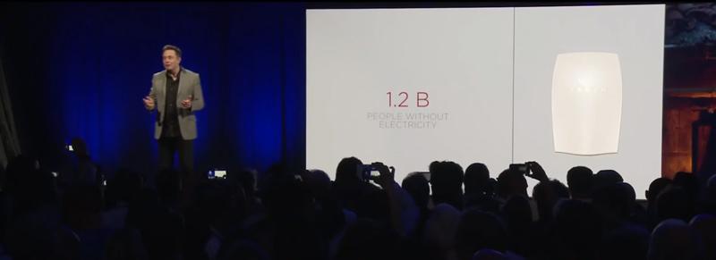 Elon Musk de Tesla présente la batterie Tesla Powerwall