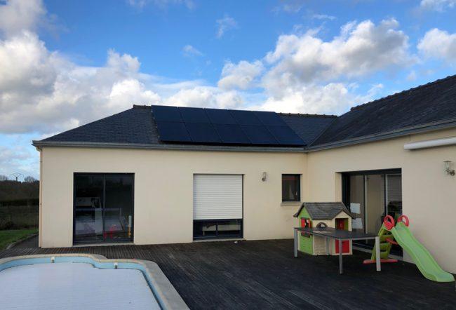 Installation 3 kWc autoconsommation panneau monocristallin maison plain-pied avec piscine