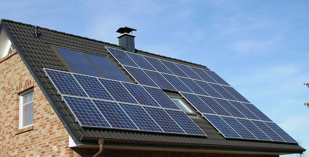 panneau solaire avec une cheminée