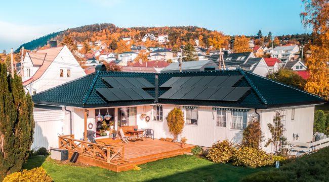 Installation panneau solaire autoconsommation maison plain pied double pans