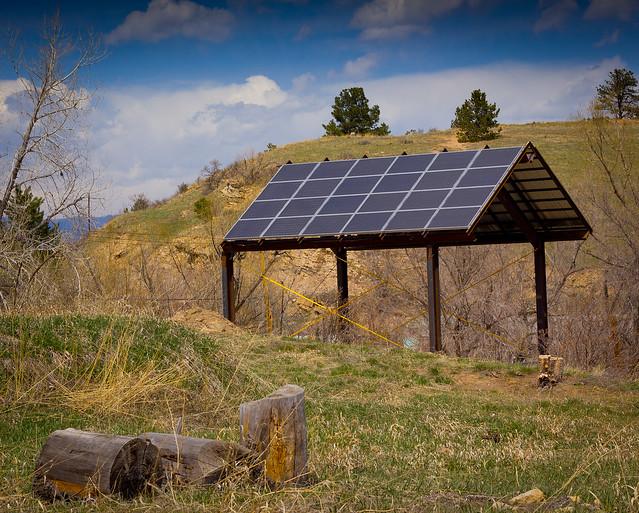 abri solaire pour produire de l'électricité photovoltaïque
