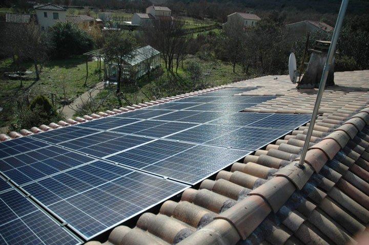 installation photovoltaïque panneaux en intégration au bâti