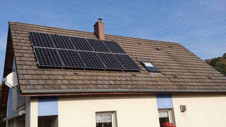 panneau solaire photovoltaique installés surimposition