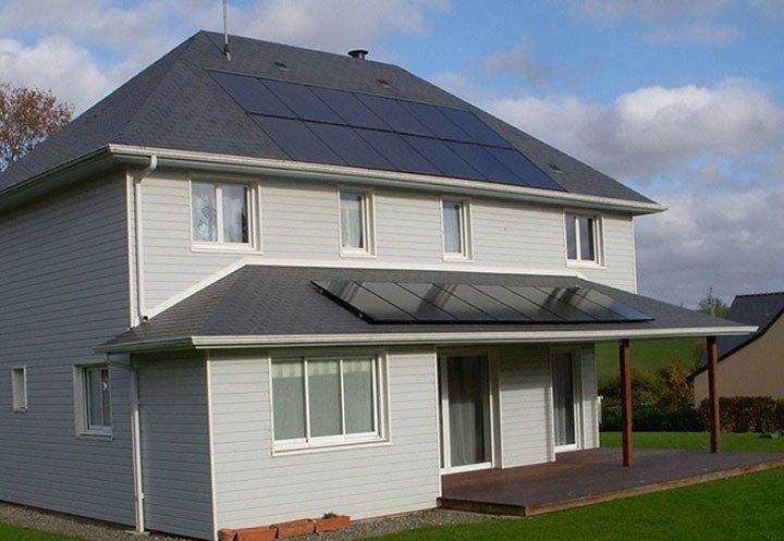 Panneaux solaires iab sur toiture et panneaux solaires en surimposition pare soleil