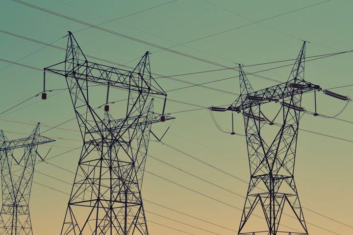 Acheminement électricité par ligne haute tension réseau électrique EDF