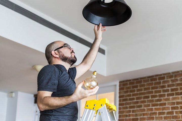 changer ampoule basse consommation pour réduire sa facture d'électricité