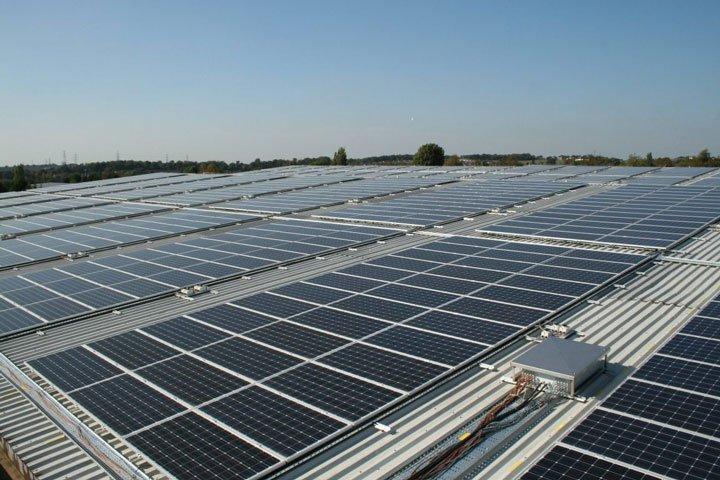 panneaux solaires au sol polycristallins