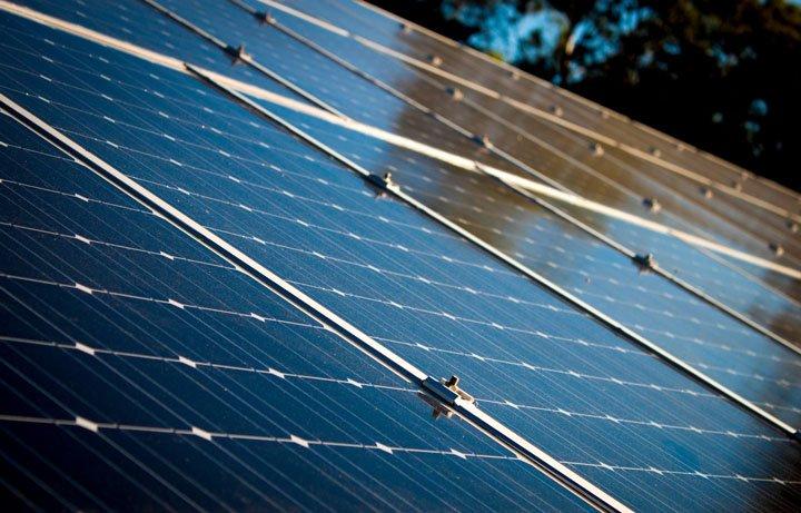 panneaux solaires monocristallins en surimposition