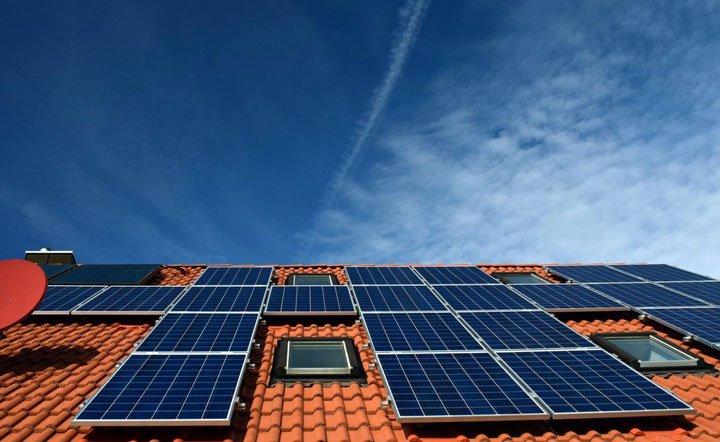 panneaux solaires polycristallin surimposition