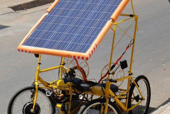 vélo/voiture électrique fonctionnant à l'énergie solaire innovation