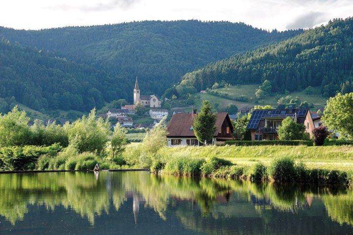 village en France panneaux solaires zone protégée ABF