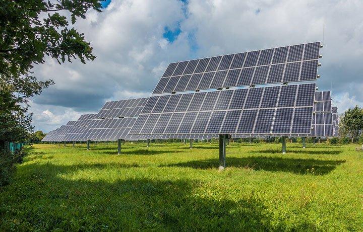 grande installation panneaux solaires au sol vente totale