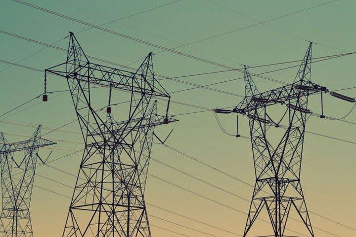réseau électrique national complétant installation photovoltaique
