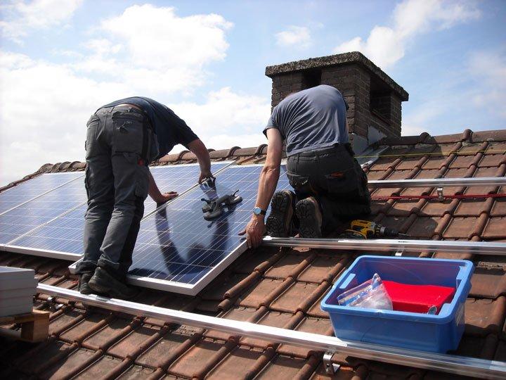 Installation kit panneaux solaires