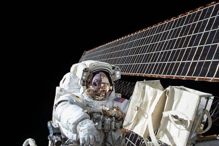 Panneaux solaires utilisés par l'industrie spatiale américaine