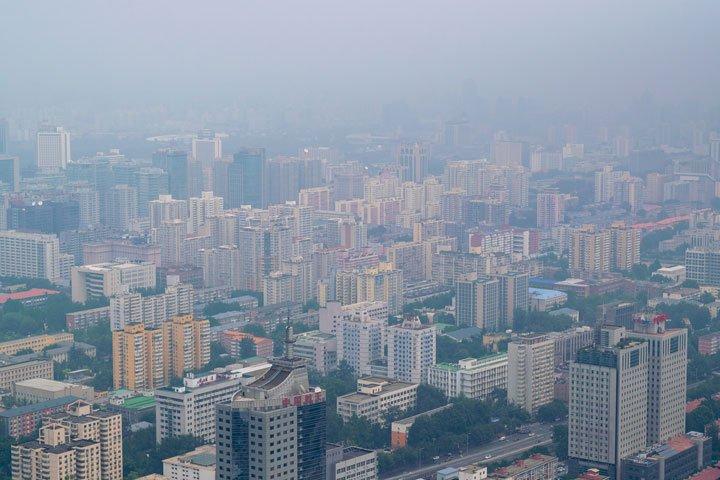 nettoyage panneaux solaires en zone urbaine polluée