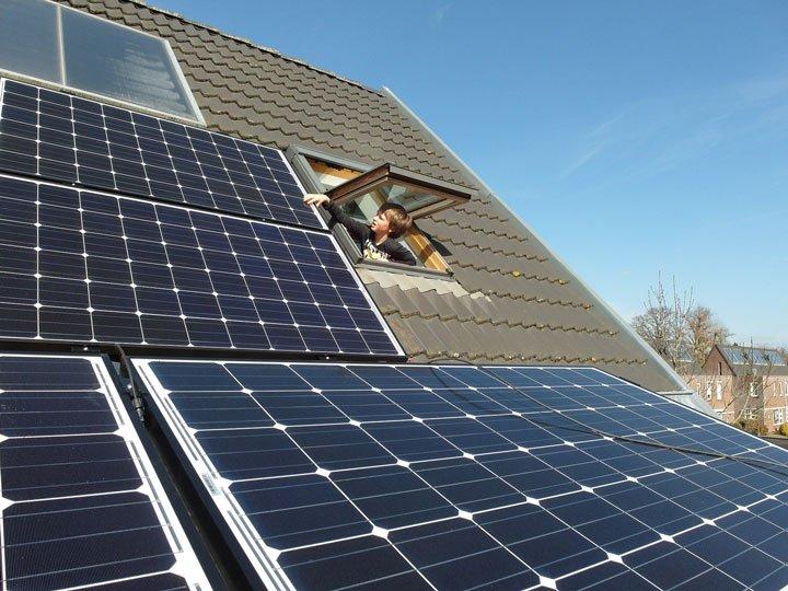 panneaux solaires en surimposition avec plusieurs inclinaisons