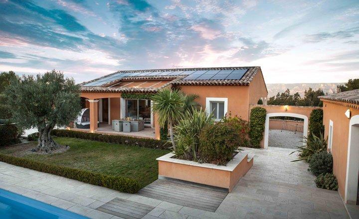 maison équipée de panneaux solaires dualsun