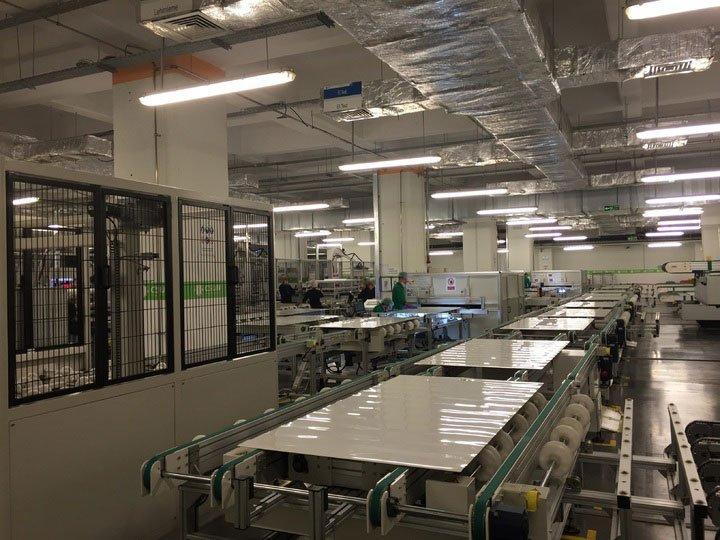 usine de fabrication de panneaux solaires
