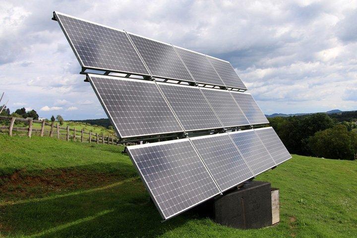 installation de panneaux solaires au sol