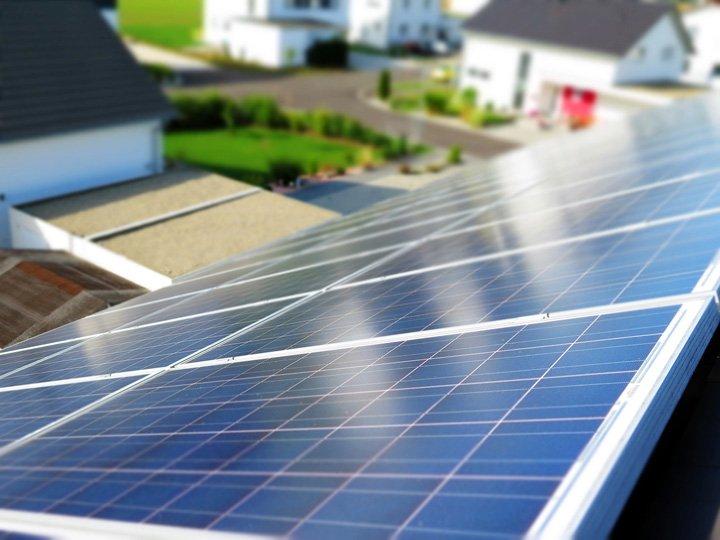 Des panneaux solaires sont rentables sur tous les toits en France