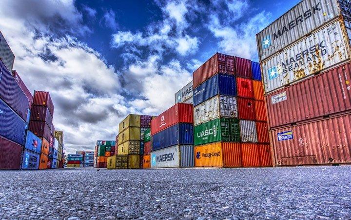 exportation et transport des panneaux solaires dans des containers