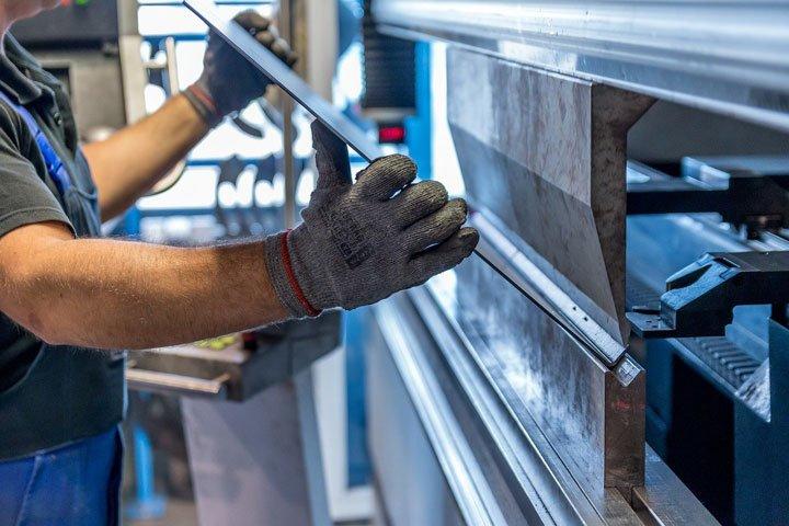 fabrication de panneaux solaires photovoltaïques dans une usine