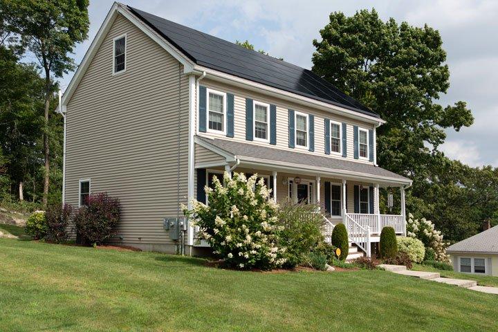Maison équipée de panneaux solaires aux Etats-Unis
