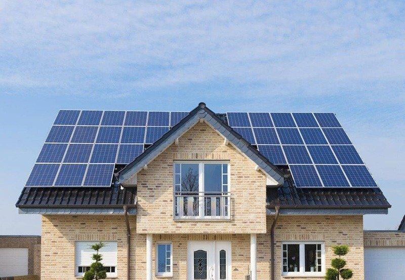 Installation photovoltaïque en vente totale sur maison
